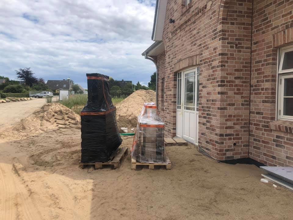 Ansicht eines Neubaus mit VOLTUS Lieferung von der Eingangstür