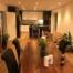 Esszimmer und Küche eines Hauses mit Constaled Beleuchtung
