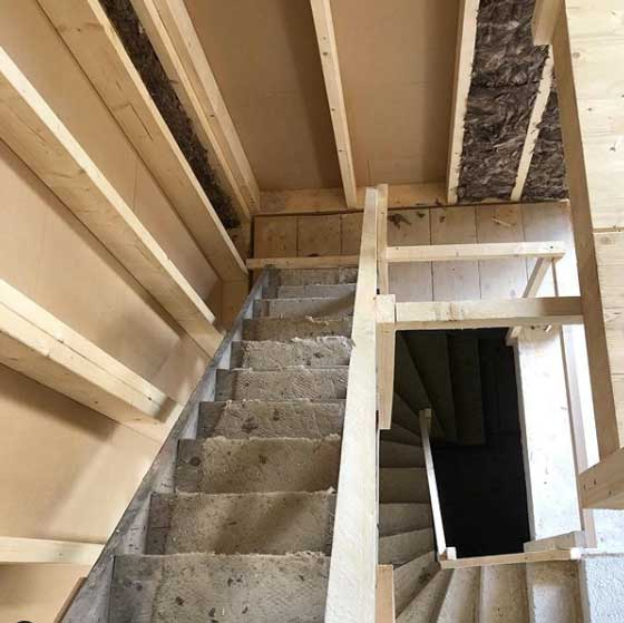 Treppenaufgang eines Rohbaus